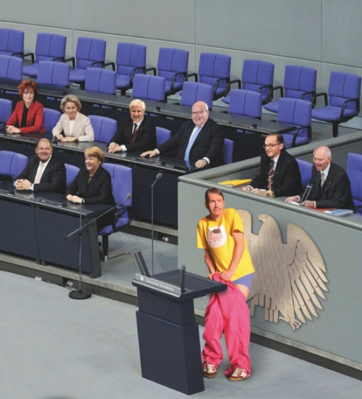 Mannis eindeutige Geste ... und die hohen Politiker lachen? (Bild: Wagler Marketing)